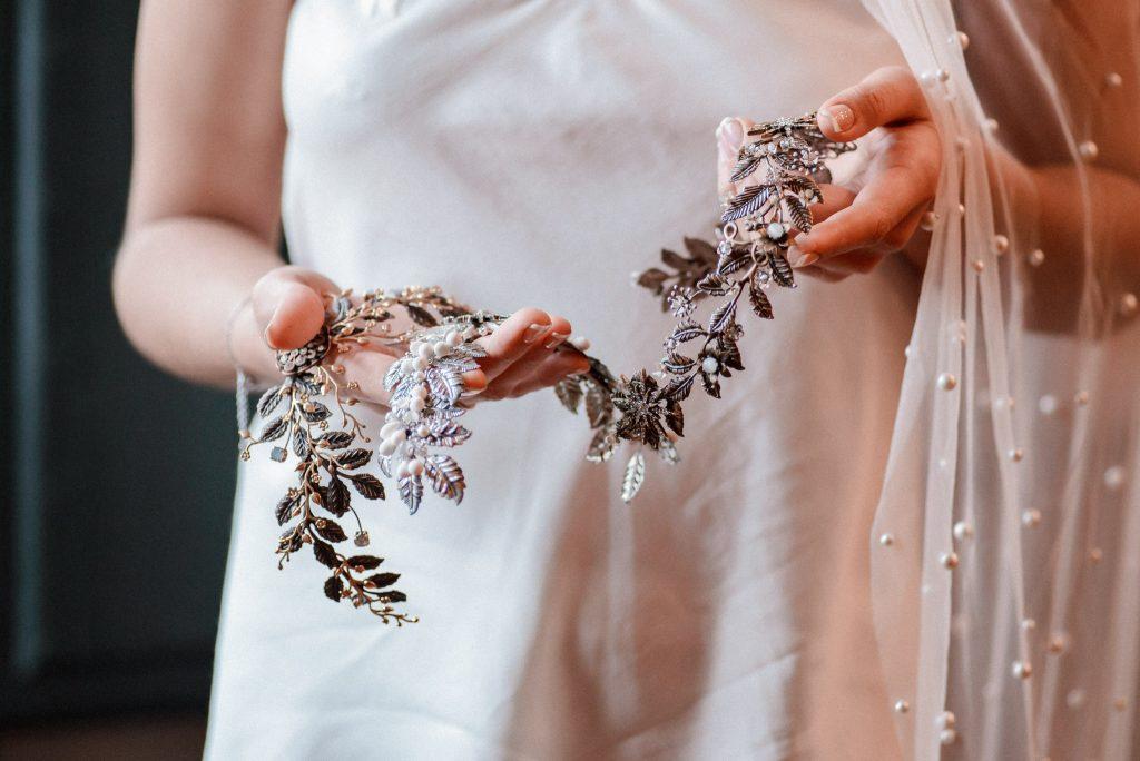 Entre cuentas y dedales tocados novia en Madrid hechos a mano